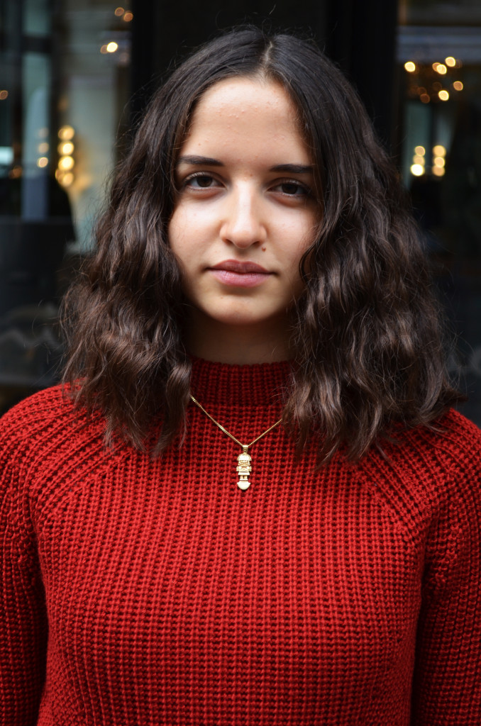 Portrait, Goldkette, Tumi