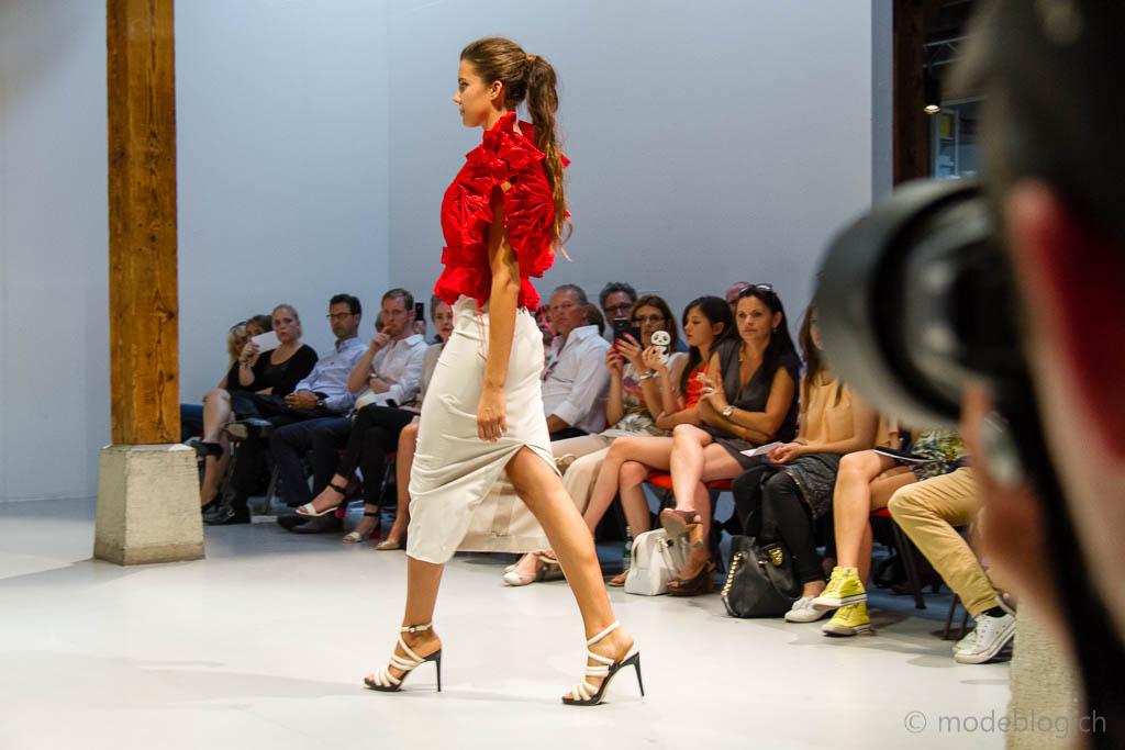 Modeschau Modeschule Zürich 2014 Phyllis Voser Le coeur de la fleur