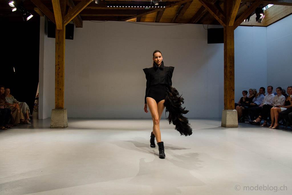Modeschau Modeschule Zürich 2014 Fabienne Maurer Metamorphosis